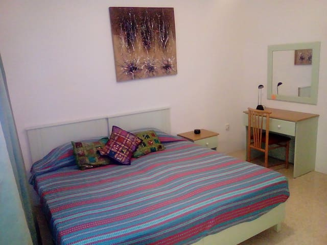 Double bedroom near the sea St Julians - San Ġiljan - Apartment