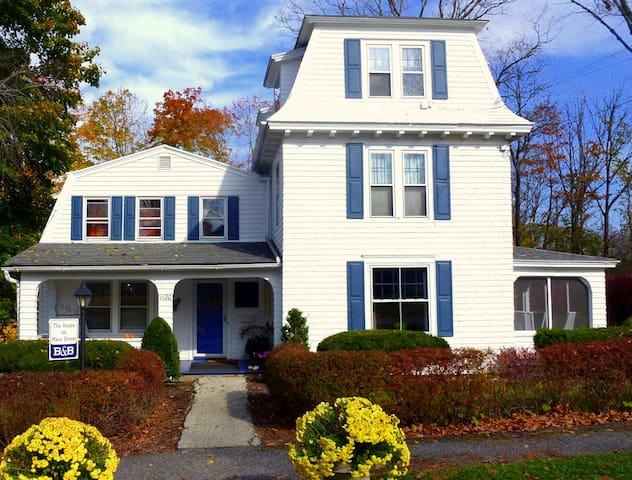 House On Main Street 5BR Easy Walk