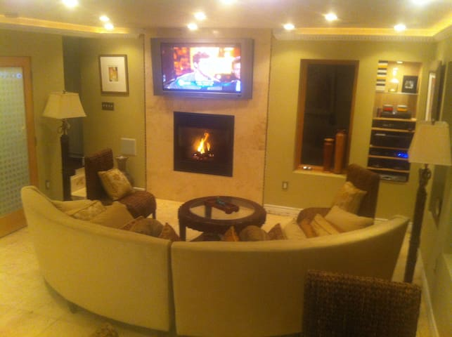 Like a LUXURY HOTEL SUITE minutes 2 SF w/Fireplace
