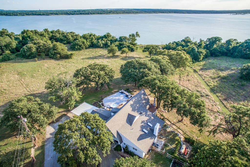 Aerial view of the property leading down to Lake Grapevine.