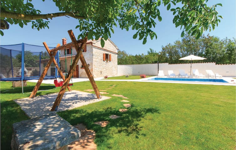 Holiday cottage with 2 bedrooms on 60 m² in Filipana