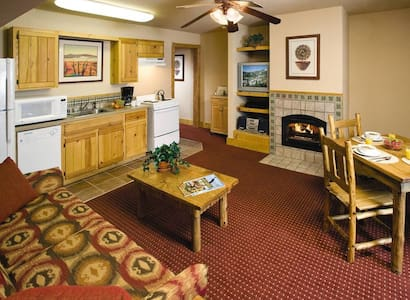 Cozy 1 bdrm resort condo right next to the slopes - Red River - Timeshare