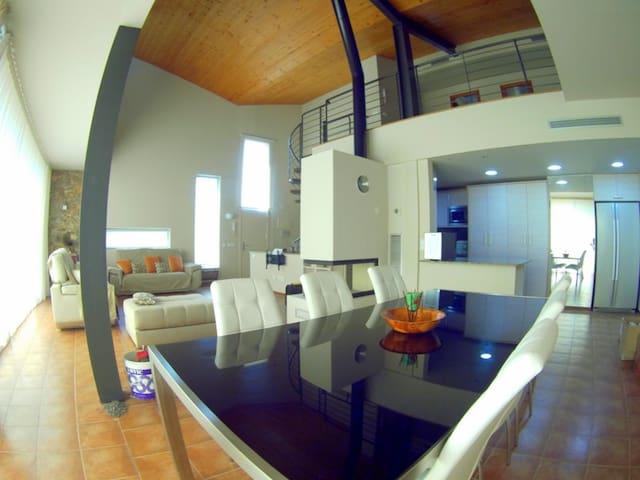 Fantastica casa de alto standing con piscina 8pax