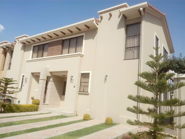 Casa bonita y confortable en zona residencial