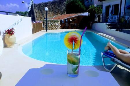Villa Marella 3, Apartment w/swimmingpool and AC !