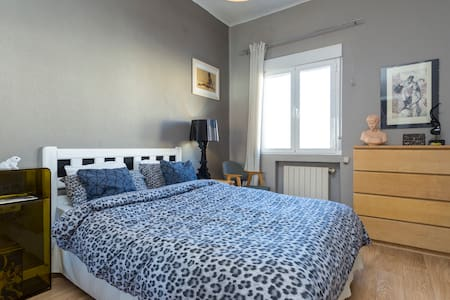 Sunny and spacious double room  - Madrid - Bed & Breakfast