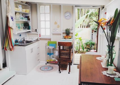 Secluded Shabby Chic Beach Shack - Tugun - Apartment
