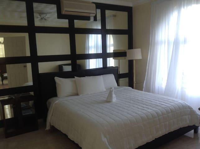 Tastefully Furnished - Ocho Rios - Apartment