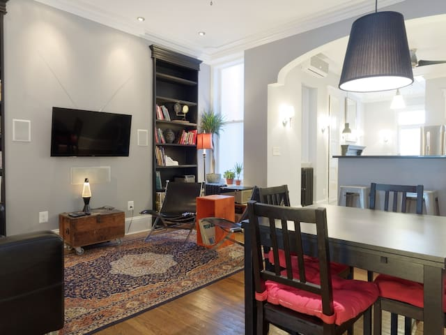 Gracious Historic Townhouse by JHU - Baltimore - Apartamento