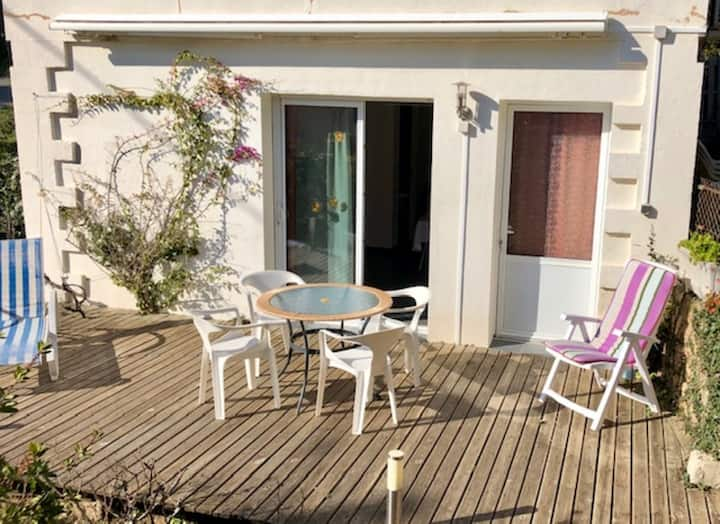 Lovely studio in a village only 10 kms from the sea
