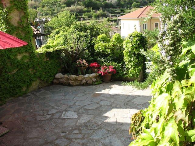 luogo romantico in borgo medioevale - zuccarello - Leilighet