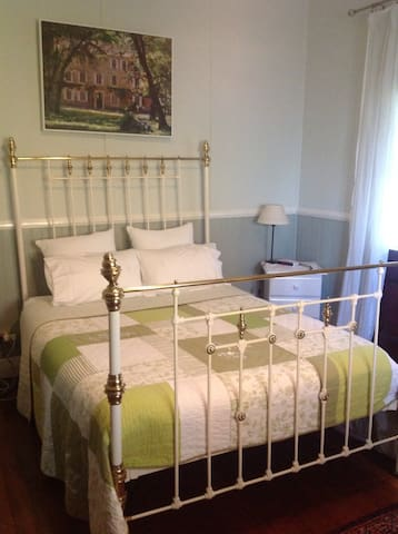 Large Beautiful Comfy Queen Room - Stroud - Bed & Breakfast