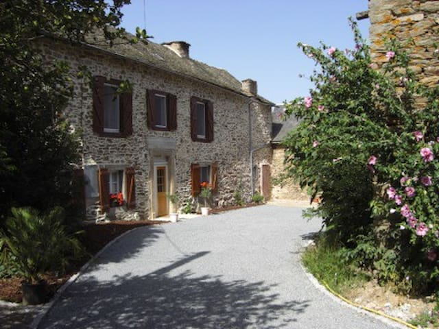LARGE 5 BED FARMHOUSE IN LOVELY RURAL AREA - La Bastide-l'Évêque - Rumah