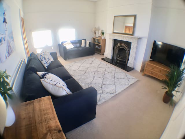 Spacious flat sleeps 6 central Tynemouth