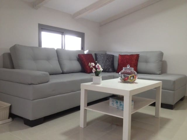 Loft style Guest-room in a Private  - Oranit - บ้าน