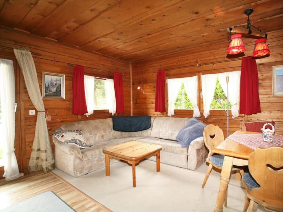 Wohn-/Esszimmer. Living/Dinneing room.