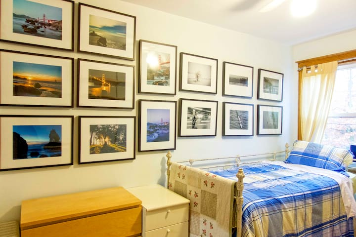 Sunny private cozy room in Glover Park! - Washington - Dům