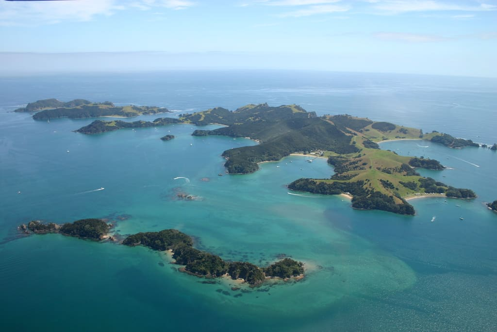 Circumnavigation of the Bay of Islands