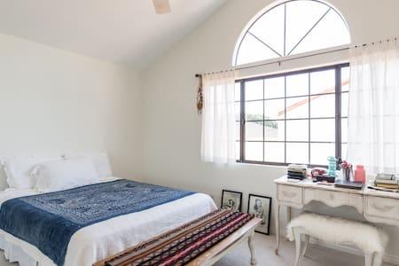 Spacious Beachy Bedroom - Redondo Beach - House