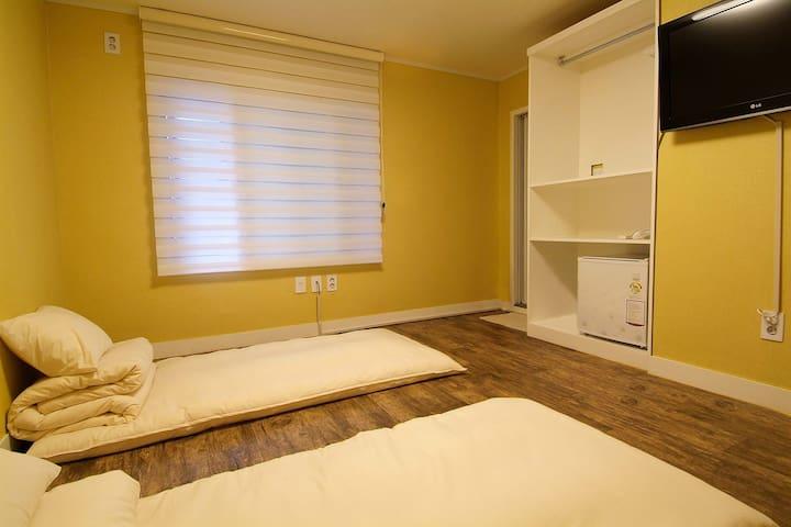 Rm. 301 Twin room
