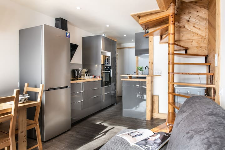 (716) Amazing SKIIN SKIOUT Duplex: Cosy, Ideally Located, Firecracker View