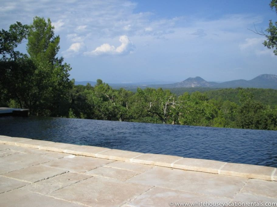The infinity pool with mountain view. No chlorine.