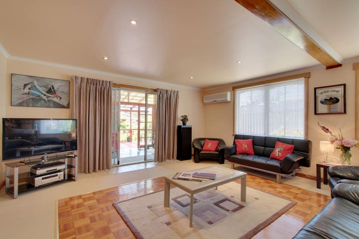 Spacious sitting room with flat screen television