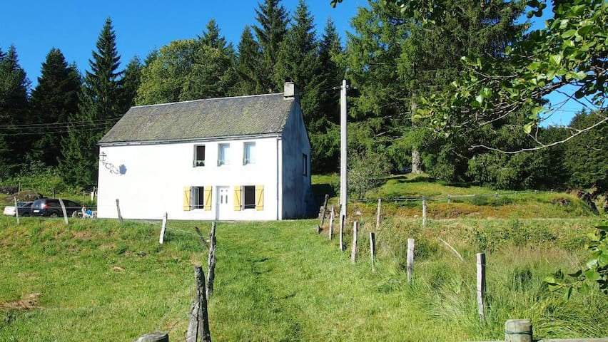 House - 20 km from the slopes - Saint-Gènes-Champespe - Huis