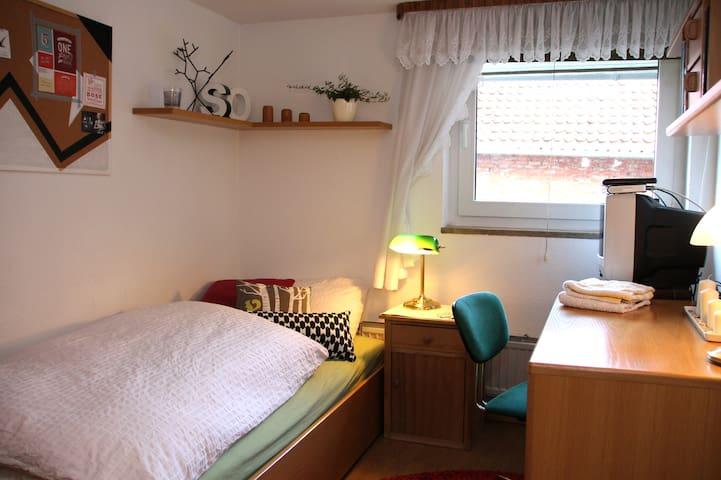 Einzelzimmer in WG am Kanal, Sehnde - Sehnde - Haus