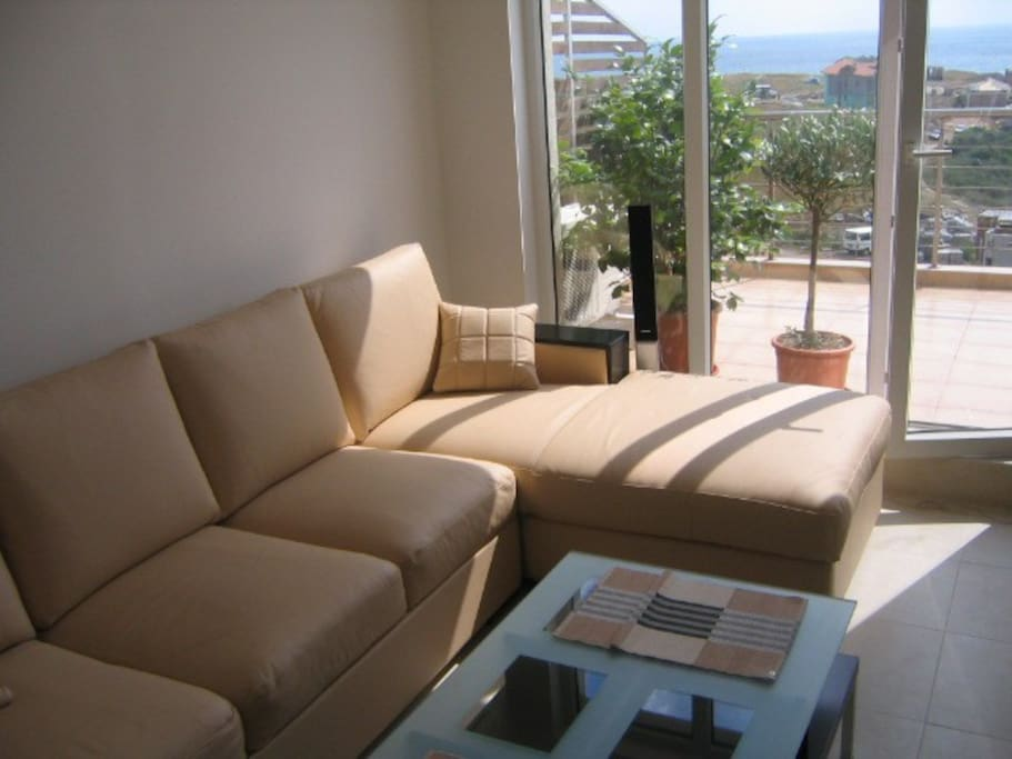1 Bed Apt with Sea Views + Parking