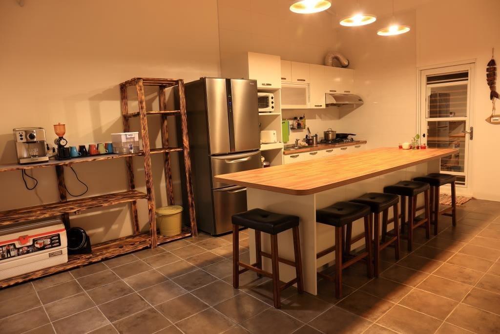 開放式廚房~早餐晚上聚會好地方