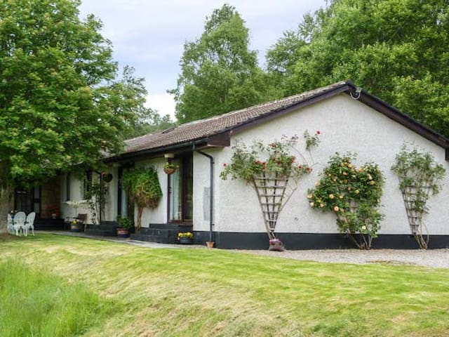 GLEN AFFRIC VIEW, pet friendly, with a garden in Cannich, Ref 956026