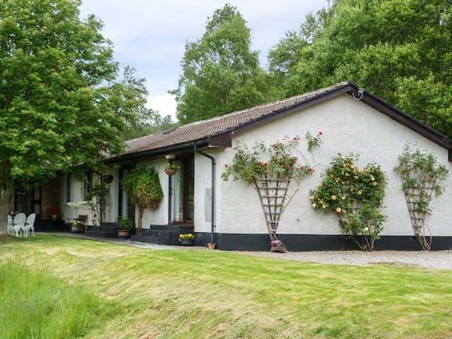 GLEN AFFRIC VIEW, pet friendly, with a garden in Cannich, Ref 956026