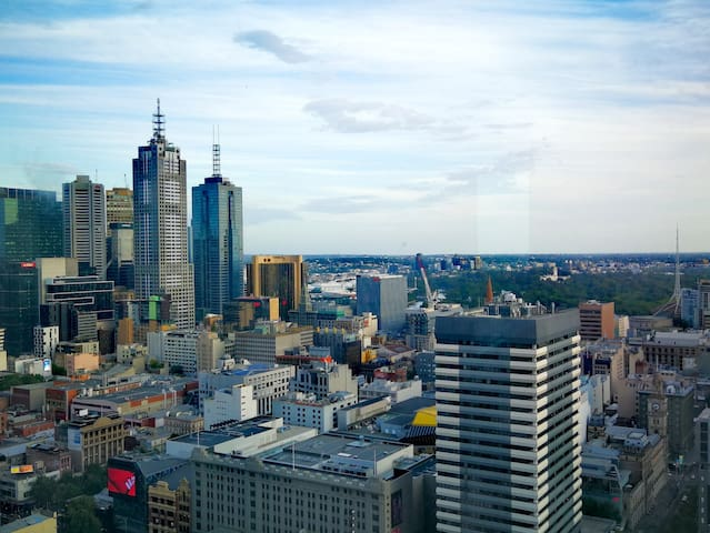 Spacious APT with great view at Downtown Melbourne