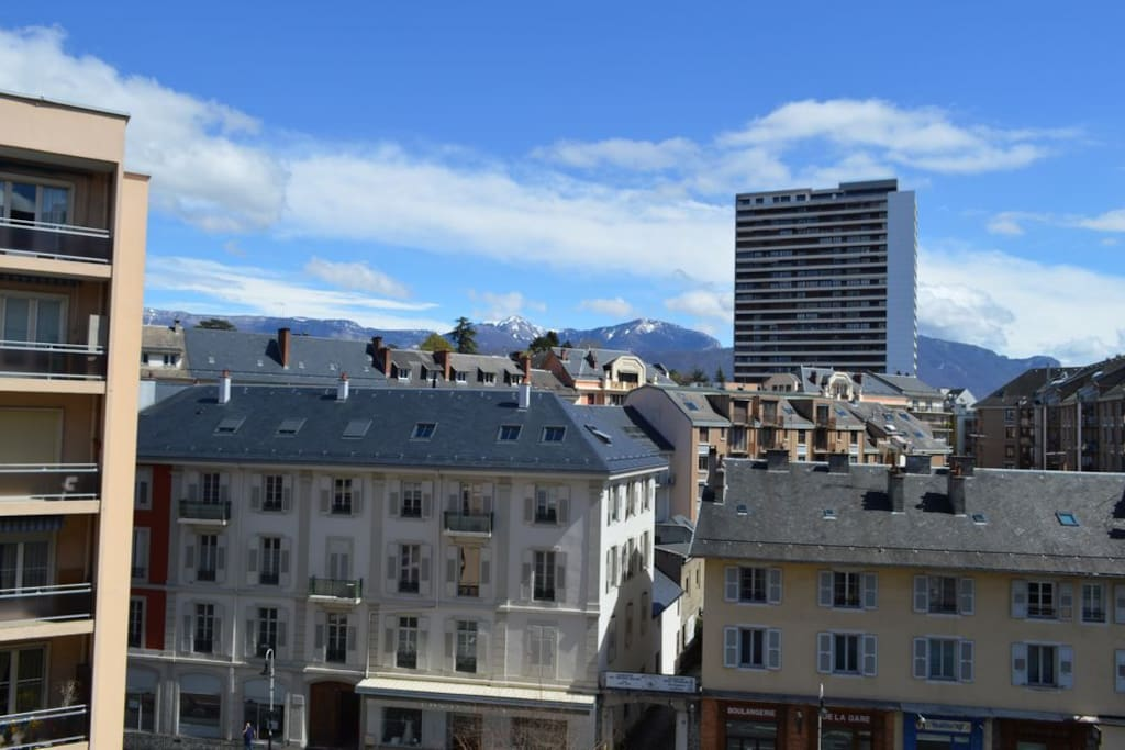 Studio jolie vue proche gare garage v los apartments for rent in chamb ry rh ne alpes france - Location garage chambery ...