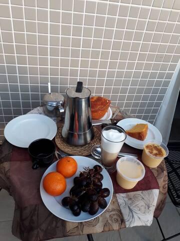 Pequena varanda onde se pode tomar o café da manhã