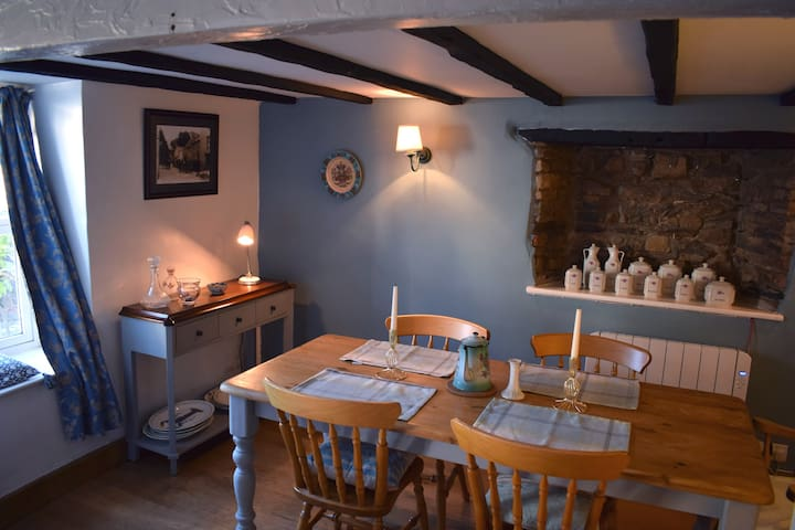Cosy Cottage in the Heart of Croyde Village.