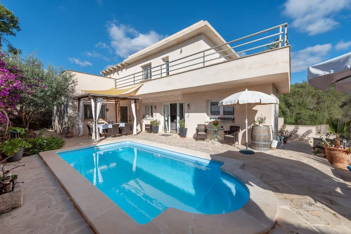 """Air-Conditioned Holiday Home """"Xalet Sescaleta"""" with Terrace, Pool & WiFi; Parking Available"""