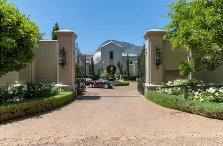 Luxury 2 bed Villa & pool, Sandstone, Franschhoek