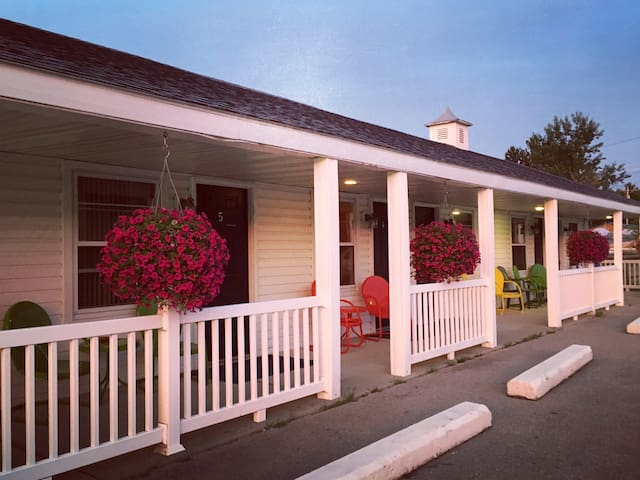 Hillcrest Inn and Motel Room 1