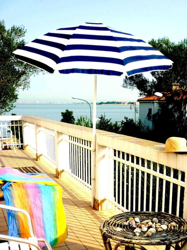 amazing view roof terrace, fun sunsets swim beach