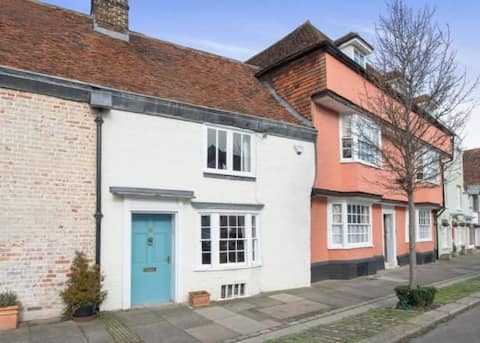 Lovely pet friendly cottage in heart of Faversham
