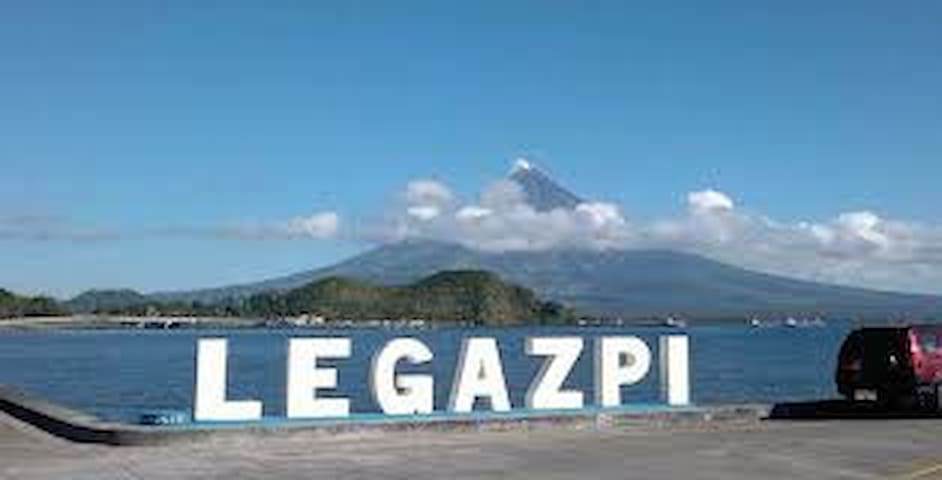 Motel room for 2 near sea boulevard, Mayon view R4