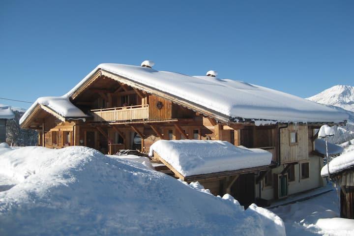 Karakteristiek appartement in bergdorp, aan de voet van de skipistes