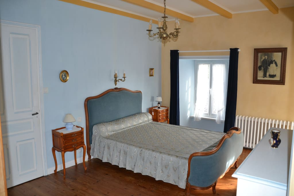 Chambre bleue Lit 205 X 140