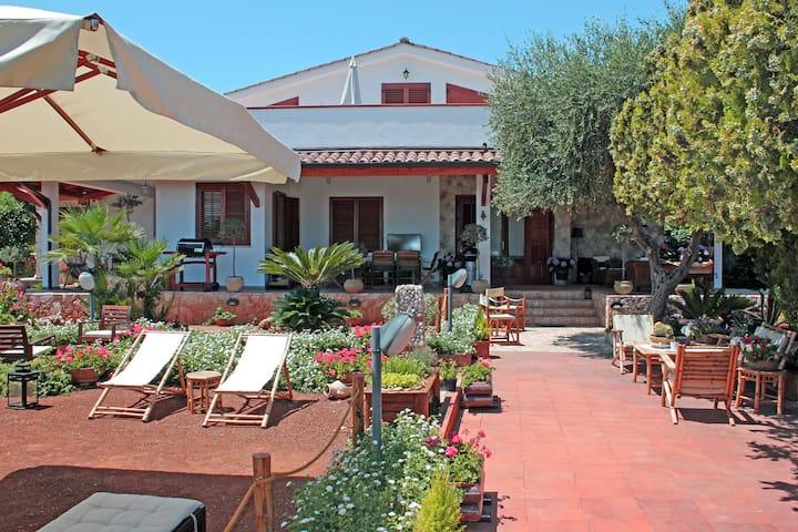 Apartment in villa with garden - VILLA PARADISO