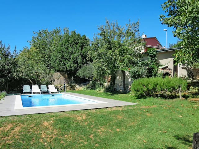 Holiday house with pool, lovely garden area with grill, located in a peaceful rural hillside area