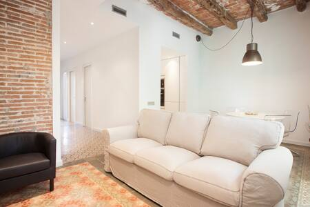 VALLS 3 -Antique & Modernist Apt-