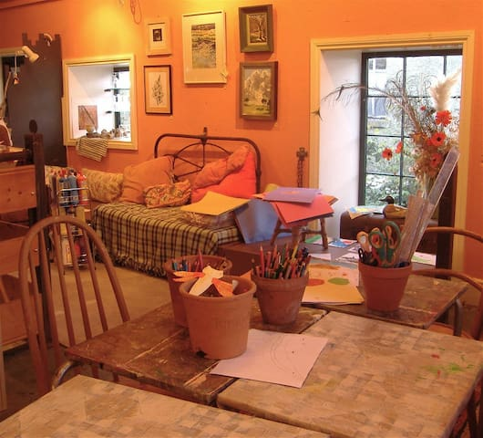 Arts Studio, 'bohemian' creative space!