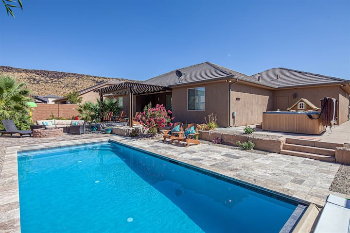 3334 | SPLASH! Private heated pool and splash pad, Hot tub and fire pit!